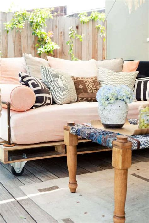 diy day bed how to build a pallet daybed pretty prudent