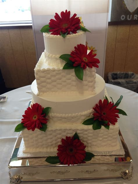 whole foods wedding cakes whole foods market wedding cake daisies wfm cakes