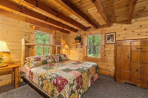hummingbird cabin 3 bedrooms sleeping loft