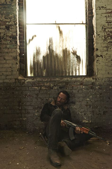 film seri walking dead season 5 20 new images of fun from the walking dead s upcoming