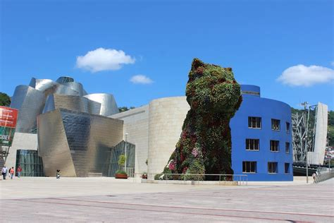 Interior Spaces by Frank Gehry S Guggenheim Museum Bilbao Buildipedia