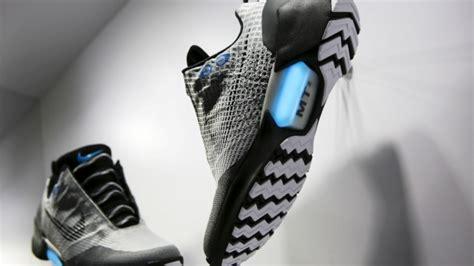 Harga Nike Earl nike lancia le scarpe con i lacci automatici