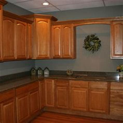 what paint color goes best with honey maple cabinets download kitchen wall colors with wood cabinets