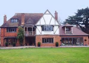 Lucy 191 s under the hammer manor but she broke her own auction rules
