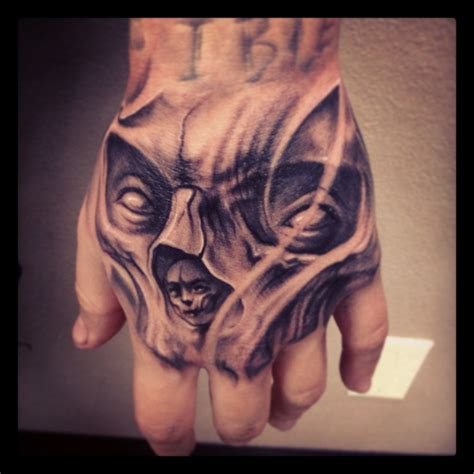 skull tattoo on hand carl grace designs carlgracetattoo