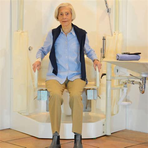 toilettensitz mit dusche das bietet das senvitas pflegebad alle vorteile im 220 berblick