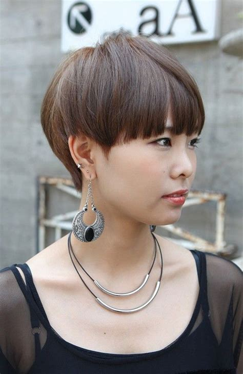 hairstyle wedge at back bangs at side best 25 mushroom haircut ideas on pinterest new hair