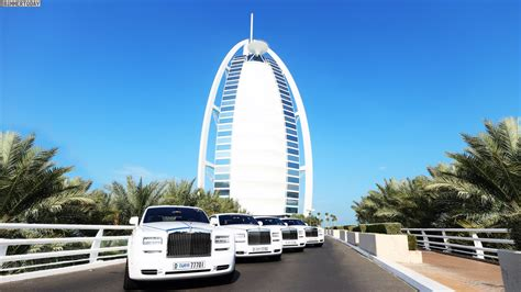 roll royce dubai dubai s burj al arab hotel has added four more rolls
