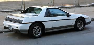 Pontiac Ferraro File 1985 Pontiac Fiero Gt Rear Right Jpg Wikimedia Commons