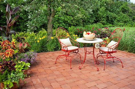 click to see s practical small patio decorating