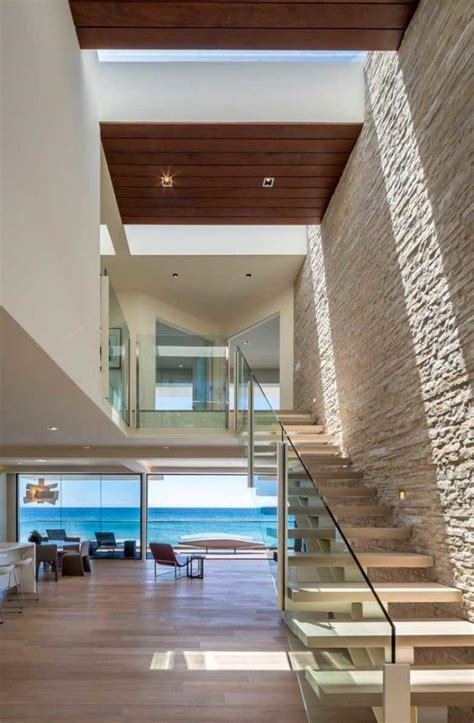 modern day malibu beach house combines modern interiors designs d escalier suspendu le look du loft moderne