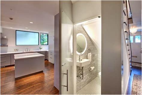 gambar desain kamar mandi dibawah tangga contoh gambar kamar mandi dibawah tangga desain interior
