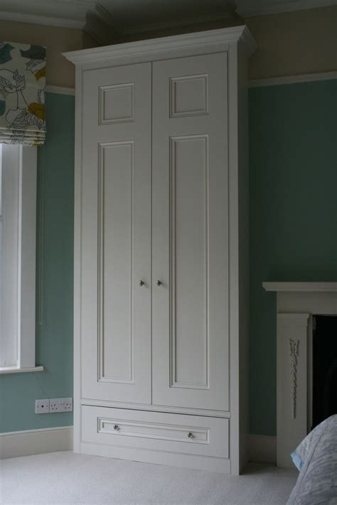Updating Fitted Wardrobes by 25 Best Ideas About Painted Wardrobe On