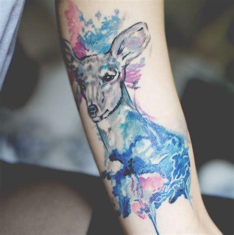 ciervo en acuarelas tatuajes para