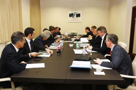 imagenes de reuniones informativas reunion de los miembros de la
