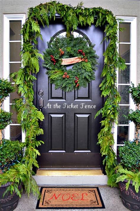 front door entrance decorating ideas 38 stunning christmas front door d 233 cor ideas digsdigs
