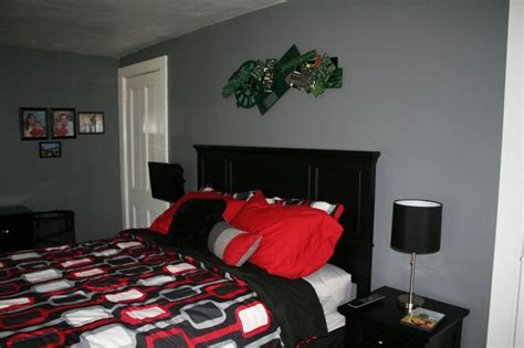 red black and grey color scheme tween boy s bedroom