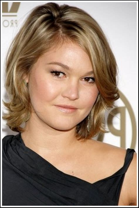 medium length hair for fat faces short hairstyles for fat faces and double chins http