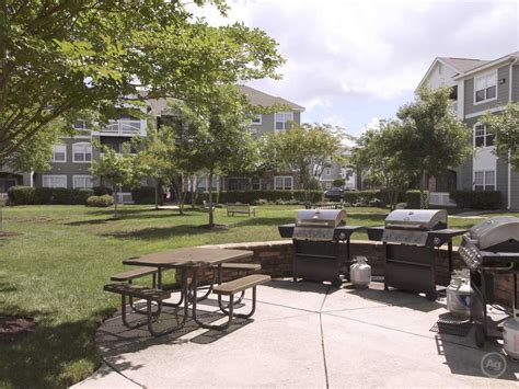 one bedroom apartments in chesapeake va hideaway at greenbrier apartments chesapeake va 23320
