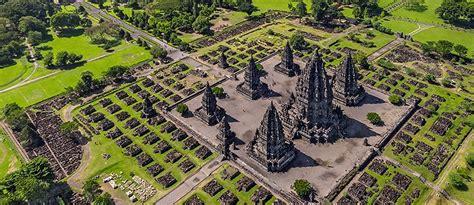 Poster 3d Trimurti Brahma Wisnu Siwa Trimurti candi prambanan tempat wisata sejarah yogyakarta dan
