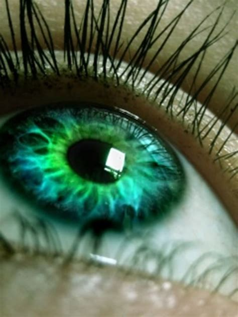 beautiful green color tinta di capelli per valorizzare gli occhi chiari