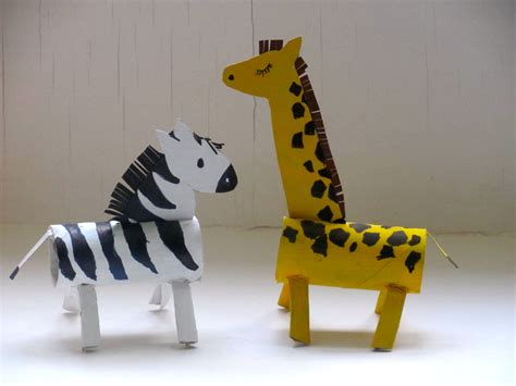 Animals Out Of Paper - jumble tree a giraffe and a zebra roll up to the zoo