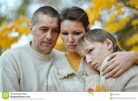 imagenes de triste familia sad family of three stock photo image 46333575