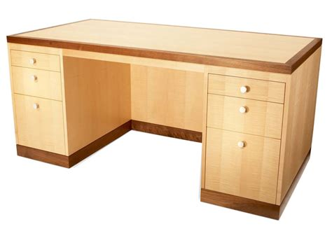 Build Your Own Desk From Maple Free Simple Desk Plans Maple Desk