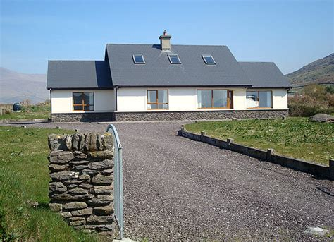 cottages dingle cottages dingle brosnan s cottage ventry county kerry ballymore redroofinnmelvindale