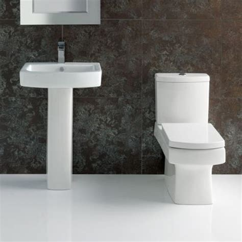 toilette und waschbecken l shape bathroom suite with square toilet and sink