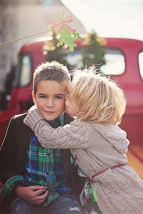holiday sibling photography pinterest 12 picture ideas with mistletoe capturing with kristen duke