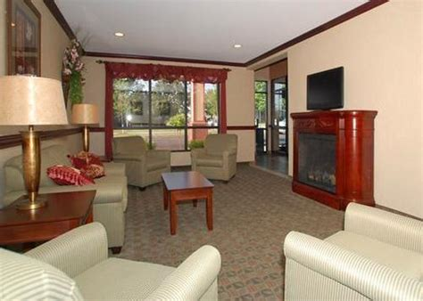 comfort inn buffalo ny comfort inn cheektowaga buffalo deals see hotel photos