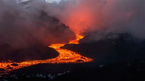 Volcano L by Earth When A Volcanic Apocalypse Nearly Killed On Earth