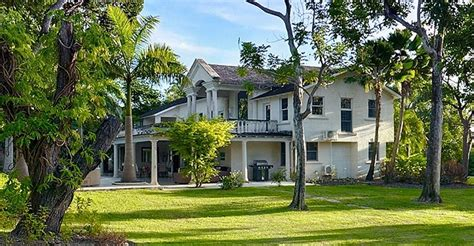 6 bedroom luxury property for sale st