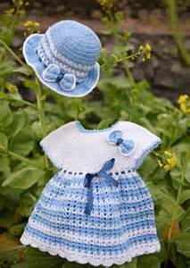 Handmade Clothes Patterns - 16 beautiful handmade baby gift sets with free crochet