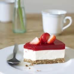 kuchen mit butterkeksboden erdbeerlimes frischk 228 se torte rezept k 252 cheng 246 tter