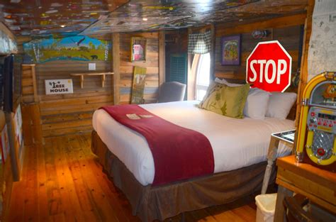 theme hotel video kids want to stay here best themed hotel rooms in the us