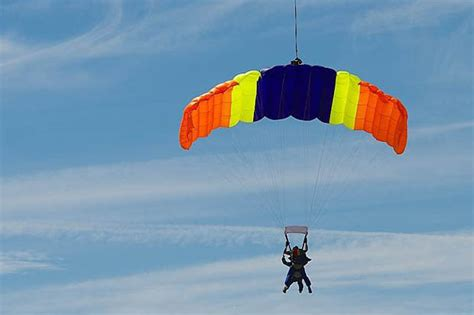 parachute dive survives 14 000ft skydive despite two parachutes