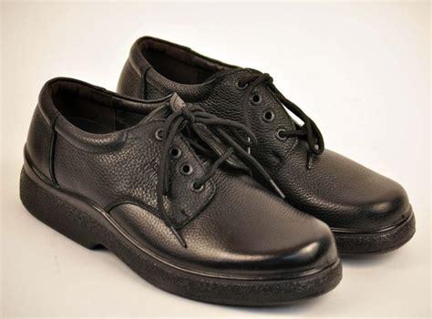 nike slip resistant shoes mens non slip work shoes for kitchen work kenangorgun