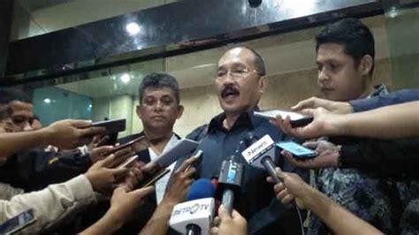 Buku Legisme Legalitas Dan Kepastian Hukum Oleh E Fernando M fredrich yunadi akan ajukan praperadilan atas penetapan tersangka kpk