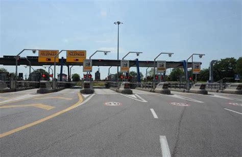 web autostrade italiane autostrada chiuso il casello di bergamo e sul web l a4 si