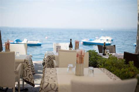 terrazza sul lago di garda ristorante lungo il lago di garda quot ai capitani quot