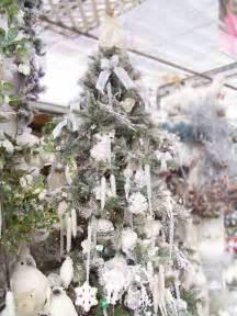 Warm and inviting christmas tree decoratin idea the rustic autumn