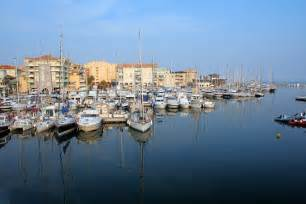 the port in frejus frankrike