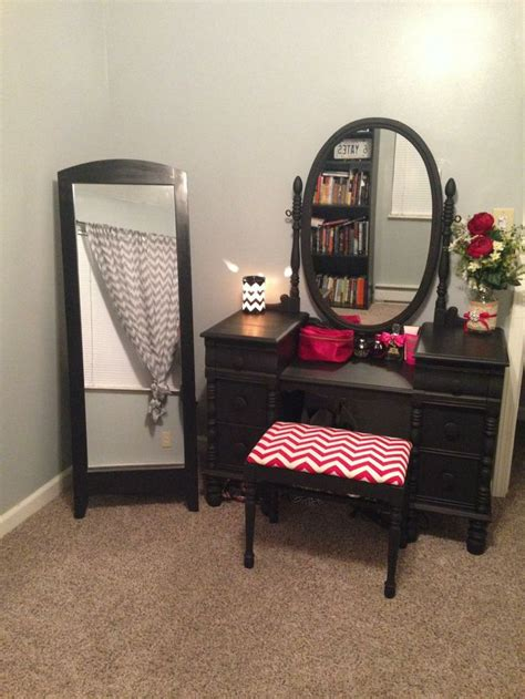 Refurbished Vanity Table by 17 Best Ideas About Refinished Vanity On