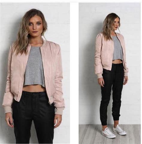 Jaket Bomber Printing Cewek Bolak Balik 10 style keren dengan bomber jacket ini boleh juga kamu tiru