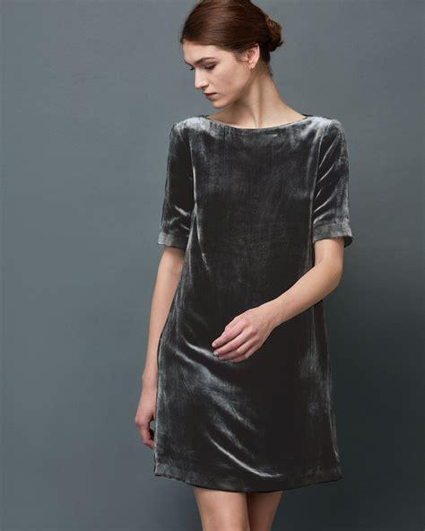 Dress Velvet Basic Bludru Diskon simple shift dress in fluid silk base viscose pile velvet wide boat ish neck length