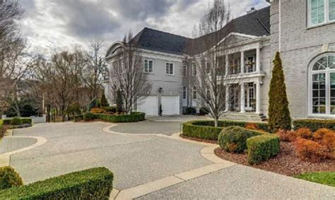 miranda lambert house miranda lambert and blake shelton buy stunning new nashville home
