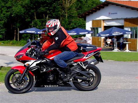Motorrad Ziele Deutschland by Yamaha R6 Rast Seinem Ziel Entgegen 120805