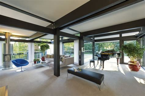 home design on a budget surrey inside antonio banderas s 163 2 4million surrey home daily mail